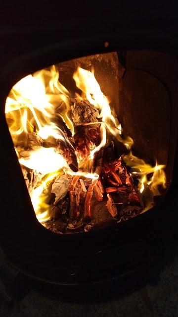 なかなか火が大きくならず、マッチをほとんど使いきってしまいました。