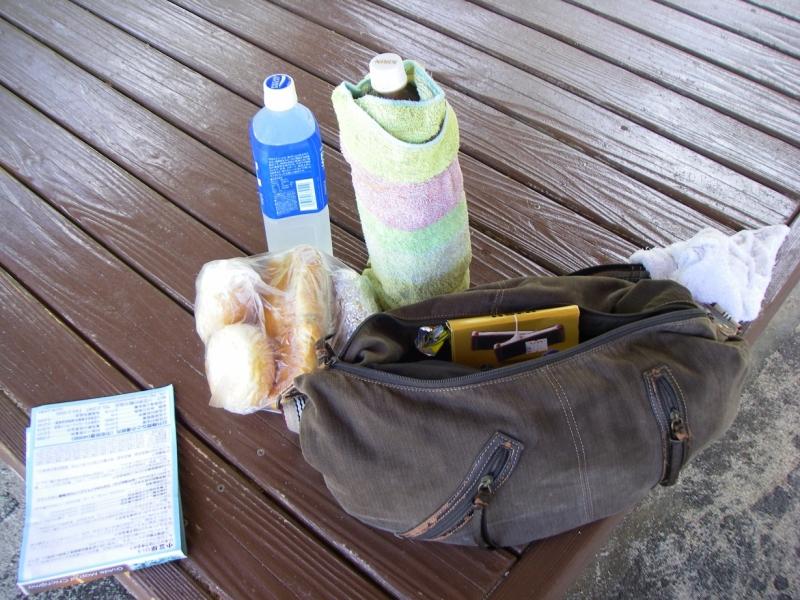 南国・父島にて往復4時間のトレッキング。水分と食料(とお菓子)を忘れずに……。