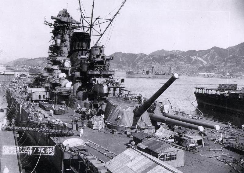 呉海軍工廠で最終艤装中の大和(1941年9月20日)