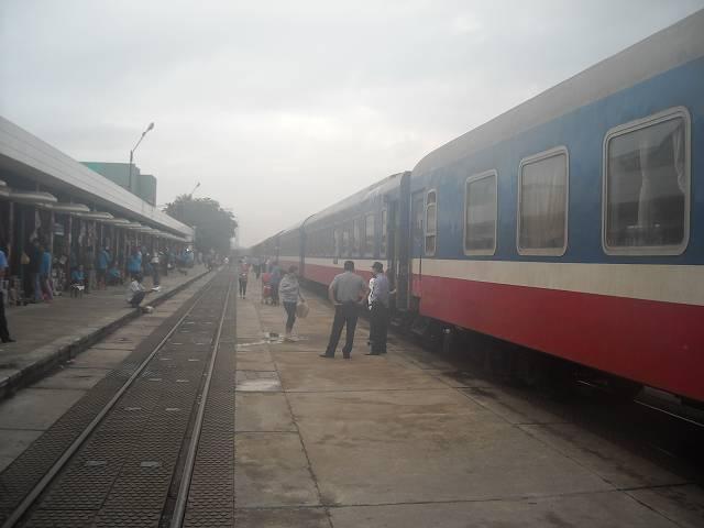列車が駅に停車している間にお弁当などを買うことができる
