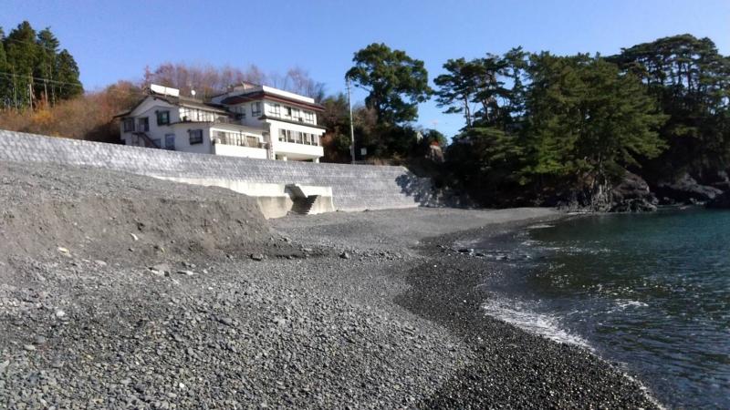 こじんまりとしていますが、絵になるのが碁石浜です