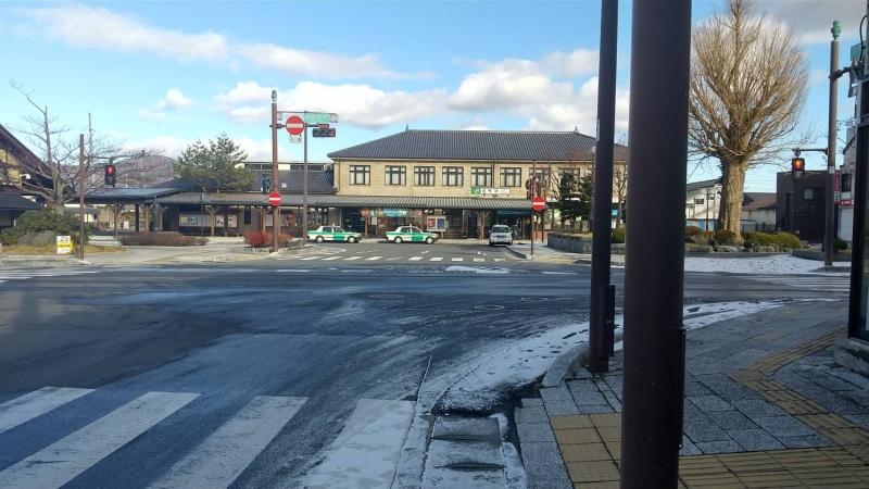 遠野駅前。若干雪が残っていました