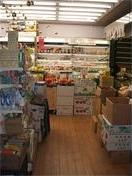 地下1階にある有機の八百屋『野菜市場』。2006年表参道ヒルズ開店にあわせ、オーガニックカフェもいっそう居心地よくリニューアル