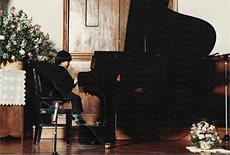 物心ついた頃には鍵盤に触れ、音感もバッチリ。もちろんピアノも弾けた