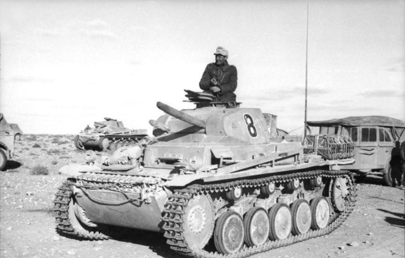 北アフリカにおけるII号戦車。ドイツ軍は旧式の軽戦車や火力に劣る戦車の寄せ集めだった
