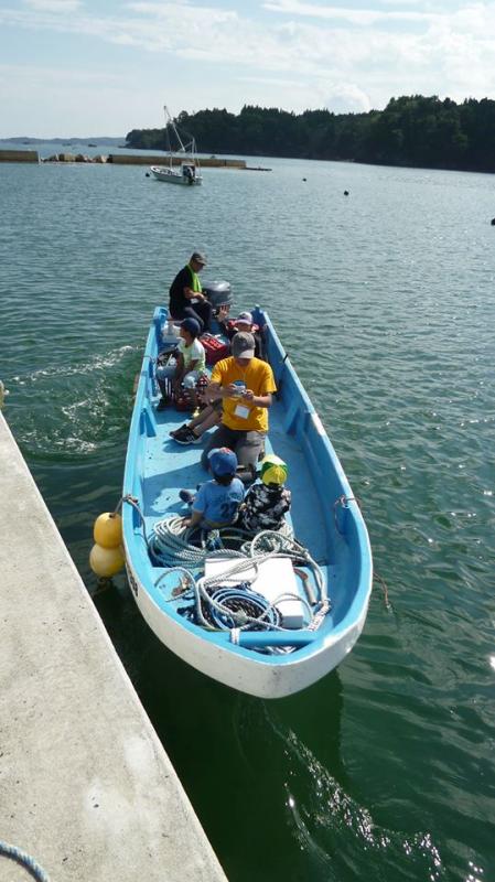 ついには漁師さんが船で海へと連れ出してくれた!やった~!