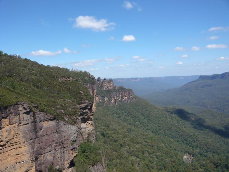 真ん中に見えるのが有名な「スリーシスターズ」と呼ばれる岩です。