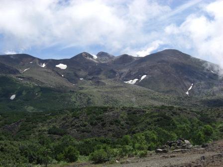(十勝岳中央部 北西側の望岳台から 2010 年 7 月 13 日 気象庁撮影)