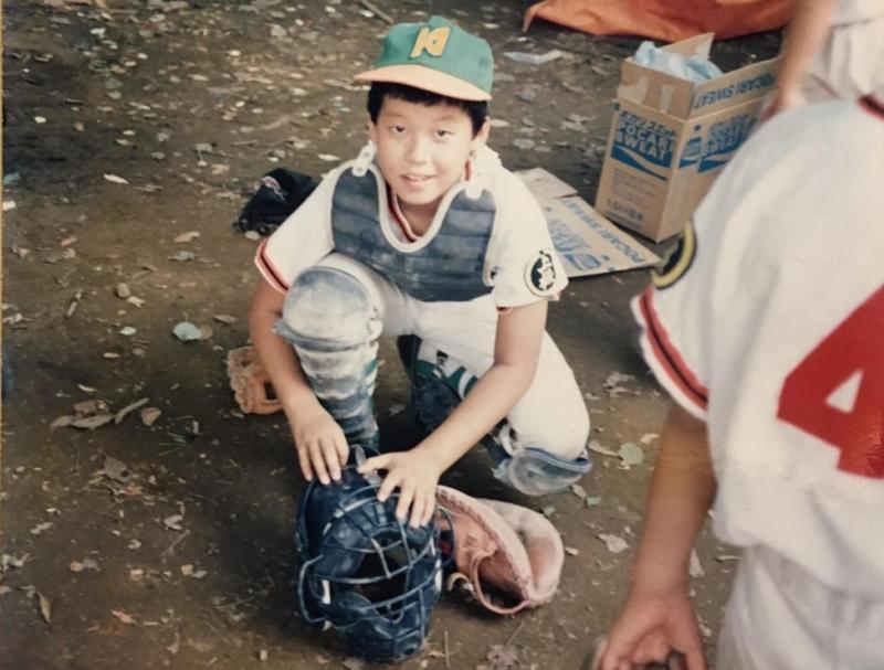 小学校高学年の頃。小学3年生から地元野球チームに所属。ポジションはキャッチャー。