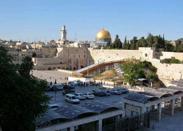 金色のドームはイスラム教の聖地・岩のドーム