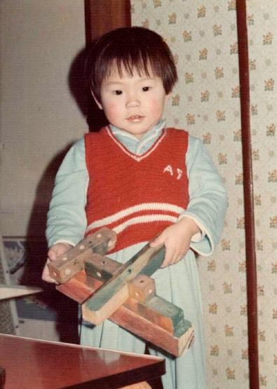 幼い頃から工作が得意であった。