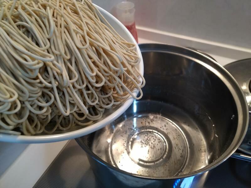たっぷりの熱湯を準備