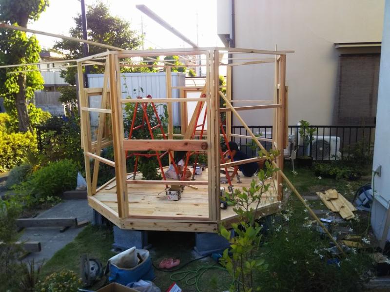 グルっと一周八角形に壁が建ちました。