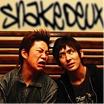 """「SNAKE """"Snake deux""""」チェロ奏者丸山朋文さんとのコンビ。きいて、うたって、おどって「音を、楽しむ」抱腹絶倒のスネークミュージック。"""