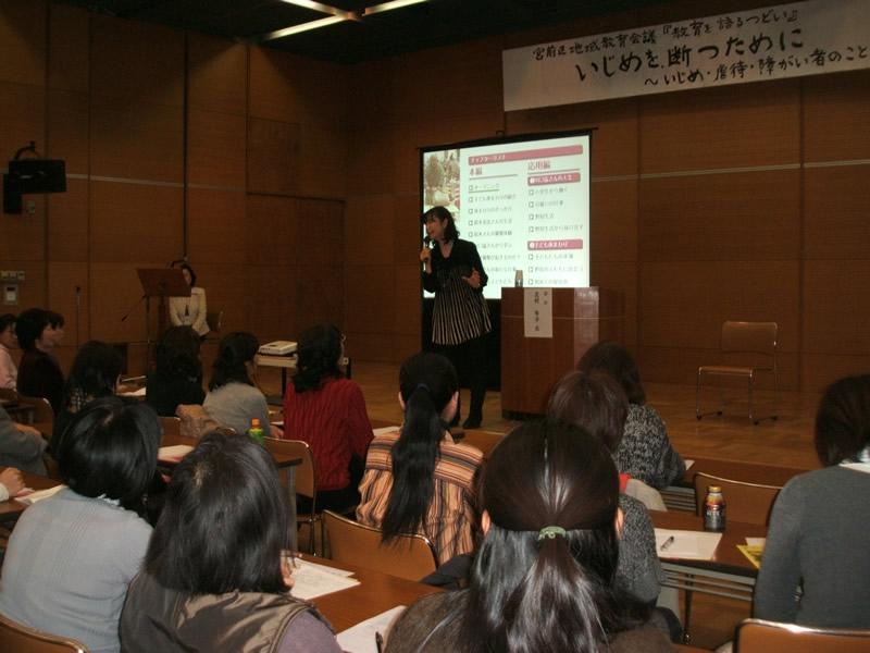 川崎市内で開催された講演会は満席。北村さんの話に心揺さぶられ、涙する人もいた。