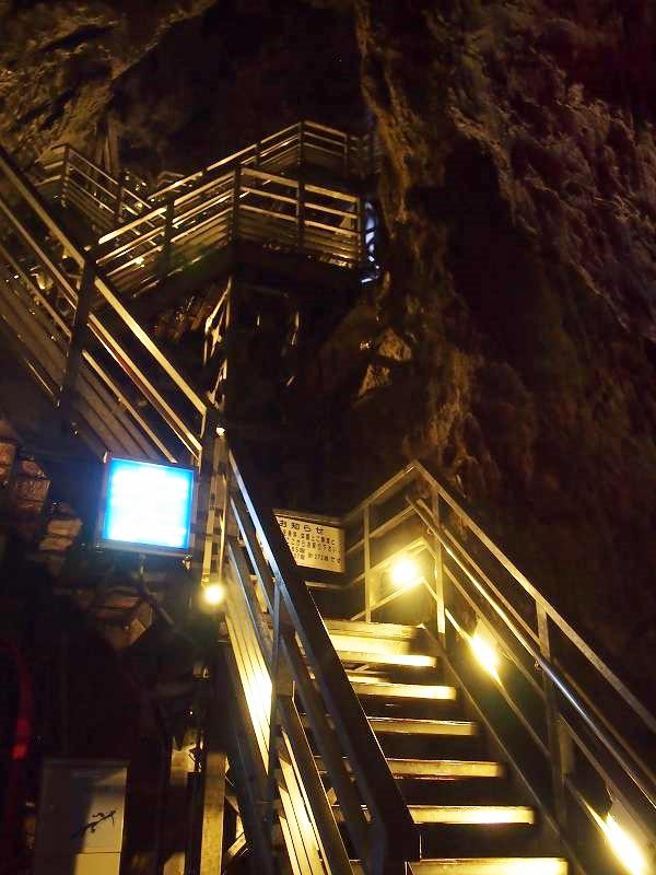 第3地底湖からは階段の昇り降りが激しくなる
