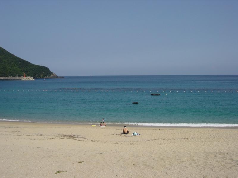 びっくりするほどきれいなビーチ。なぜ水着を持ってこなかったかと後悔です。