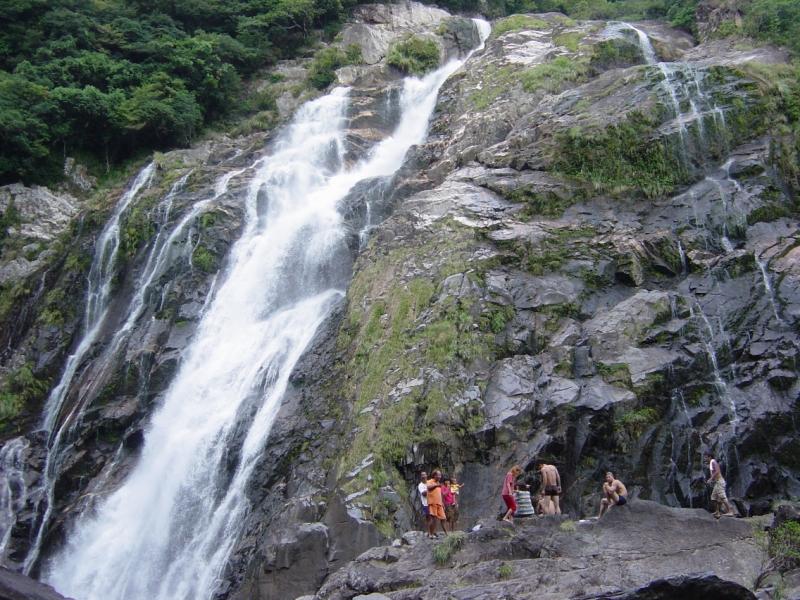 大川(おおこ)の滝です。かなり近くまで行けました。すんごい迫力!