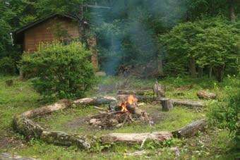 「こども環境会議」では、たき火体験もする。