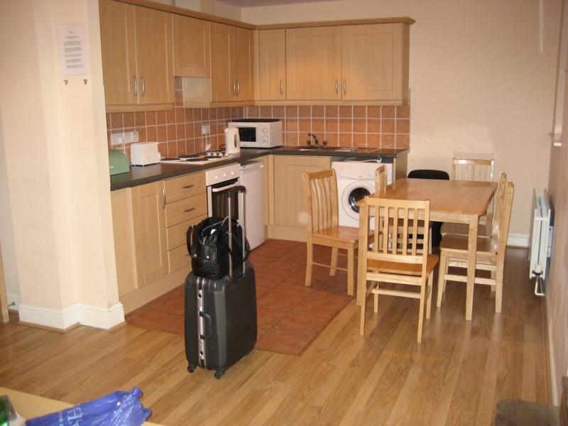 友人たちと泊まったキッチン付きのアパート。懐かしいなあ。