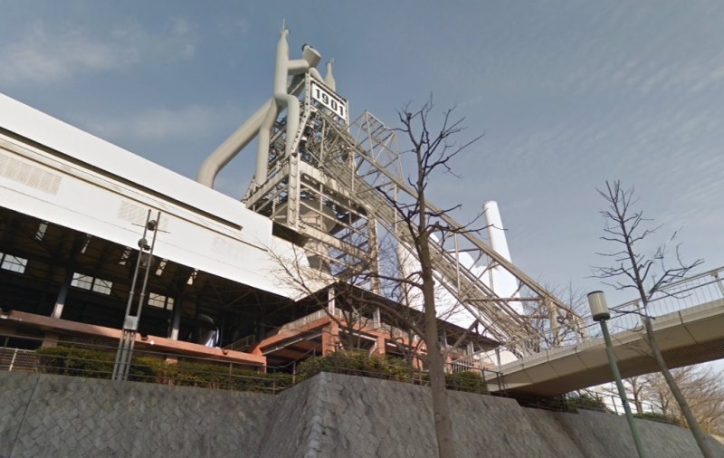 現在の東田高炉公園。高炉の「1901」が誇らしげ。(Googleストリートビューより)