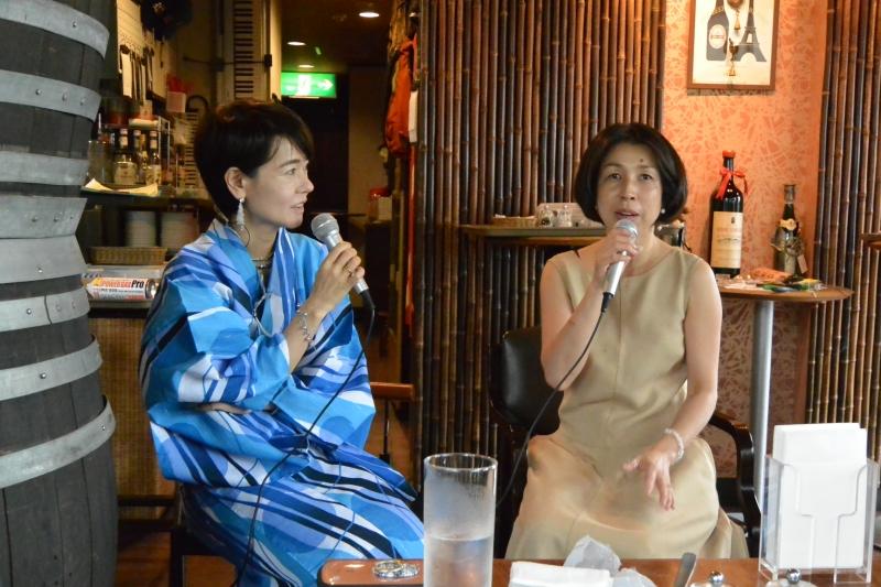 浴衣の女性が主催されたマザール あべさん、ワンピースの女性が熊田和美さん