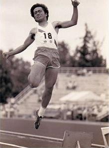 高校では陸上部。走幅跳は県で2位、三段跳は県高校新記録を更新。
