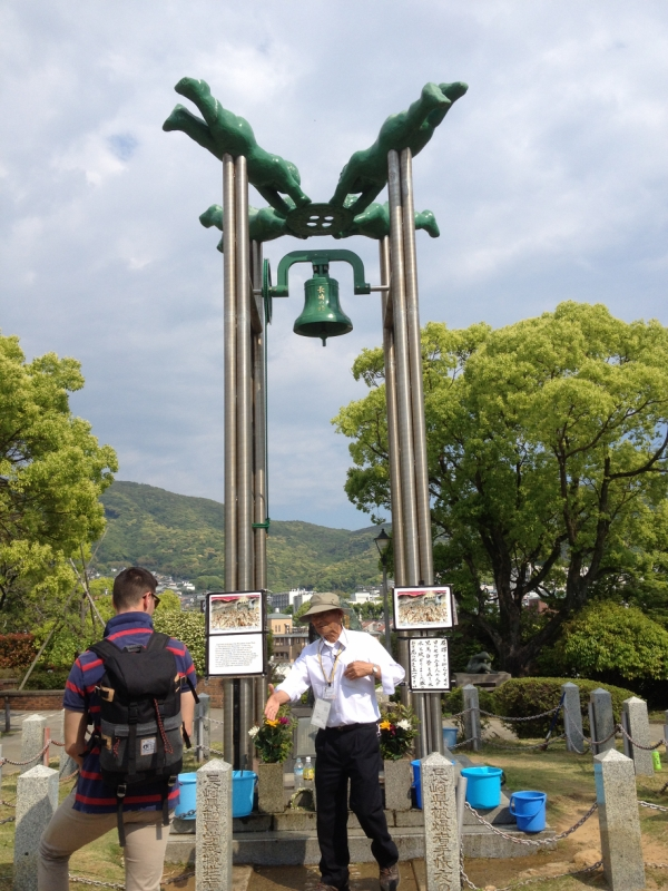 動員学徒の碑・長崎の鐘