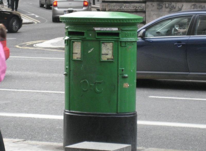 郵便ポストも緑色なのです