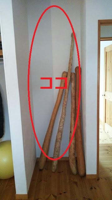 娘の部屋のデッドスペースに可動棚を設置。なぜか息子のひょうたんが置かれている・・・。