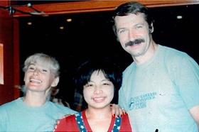 あのコマネチを金メダリストに育てたベラ・マルタ=カロリー夫妻と。テキサス州エルパソにて