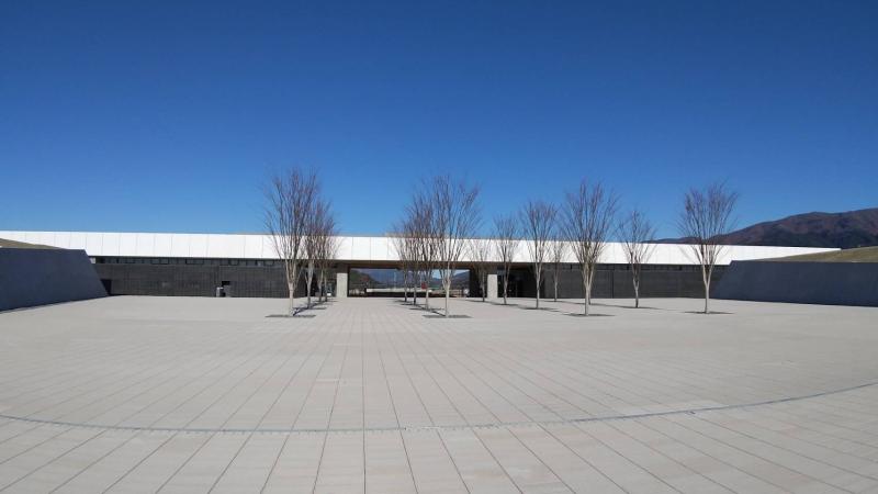 駐車場の反対側から見た道の駅