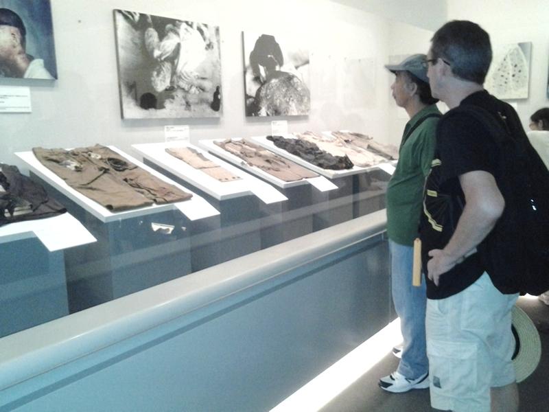 遺品や後遺症について伝える展示物。有料で音声ガイダンスもある。