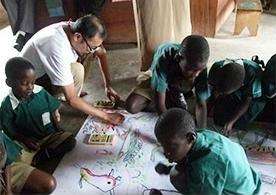 アフリカでのワークショップでは、絵だけでコミュニケーションが取れることを体現した。