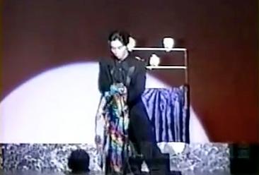 東大入学後マジックサークルに出会い、半年後に学園祭でマジックショーを開催し喝采を浴びた。