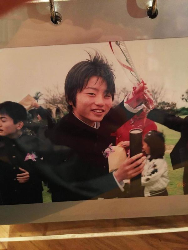沖縄鳩間島の中学校へ転校し、笑顔を取り戻し卒業。