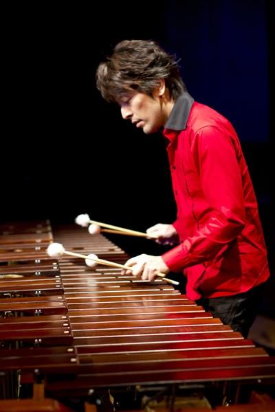 世界に羽ばたくマリンバ奏者として活躍中。
