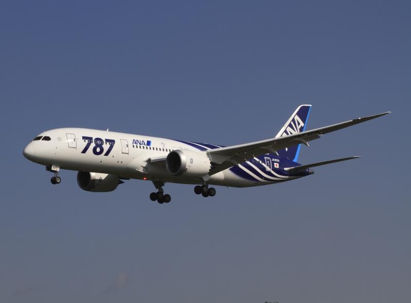 岡山空港に着陸するボーイング787-8型機(2011年10月16日・JA801A)All Nippon Airways Boeing 787-8 Dreamliner JA801A