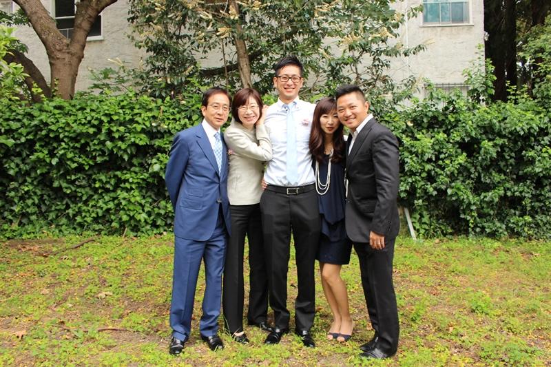バークレー卒業時、家族と一緒に。