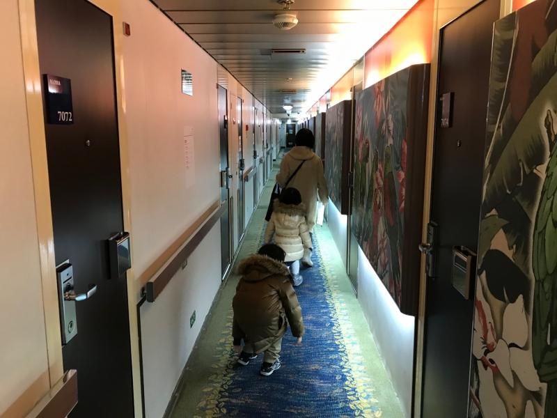 さあ、船内を探検です!一番張り切っているのは・・・ママ!?
