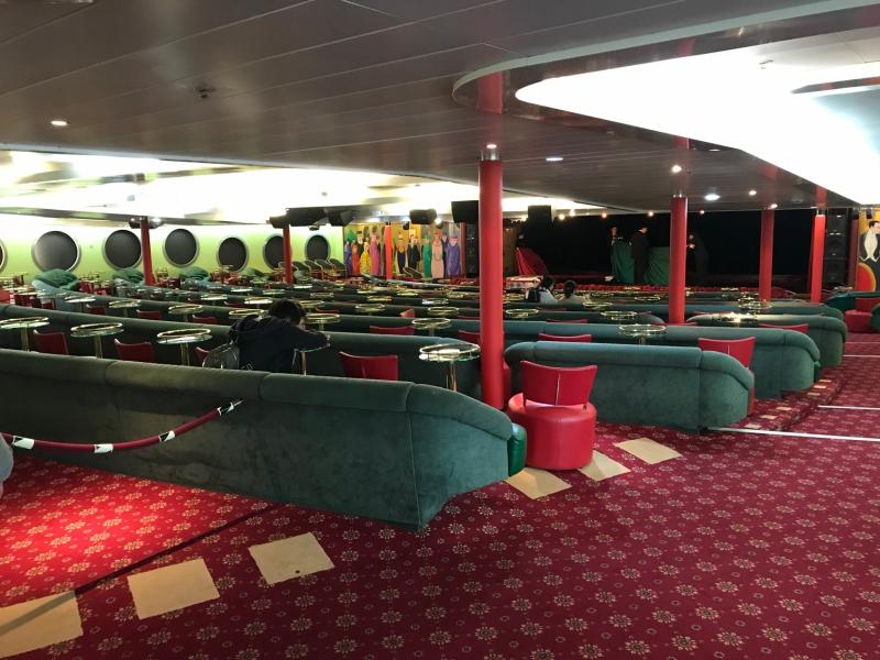 イベント会場です。ここで旅行中様々なショーが行われます。船内とは思えない広さです!