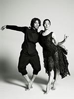 『衣装の面からもスタイリッシュな舞台。』 photo 操上和美 衣装協力 ヨウジヤマモト