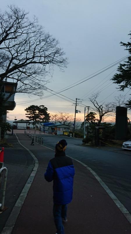 日和山公園に向かう道。日が暮れてきたので少し肌寒かったです。