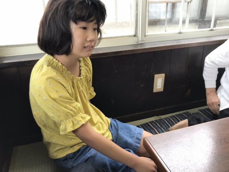 伊豆の初島へ行ってきました。いつもの食堂で行儀よく正座をして待っていたのは