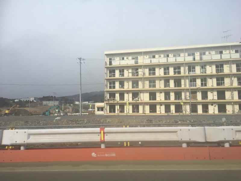5階に津波の高さを示す看板があります