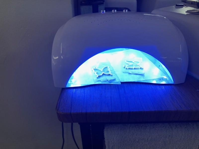 UVレジン液は紫外線に反応し硬化する