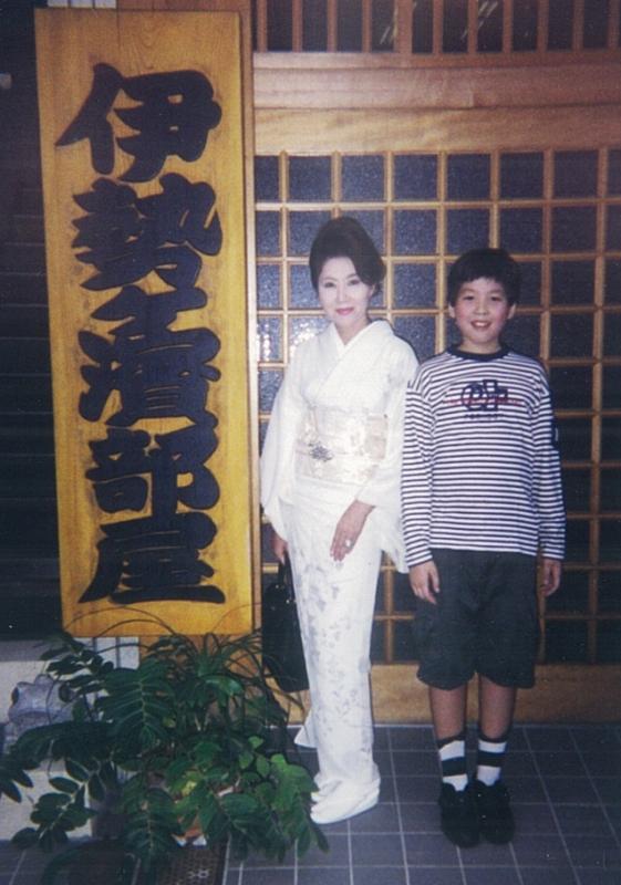 小学5年生頃、既に母と背丈が同じ位だった。