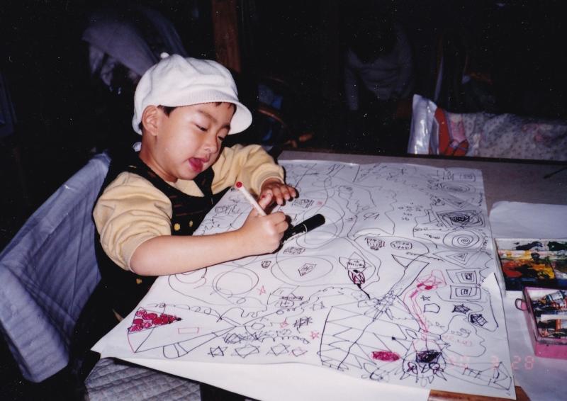 工作だけでなく絵を描くのも好き。幼少期から自由な発想力が見える。