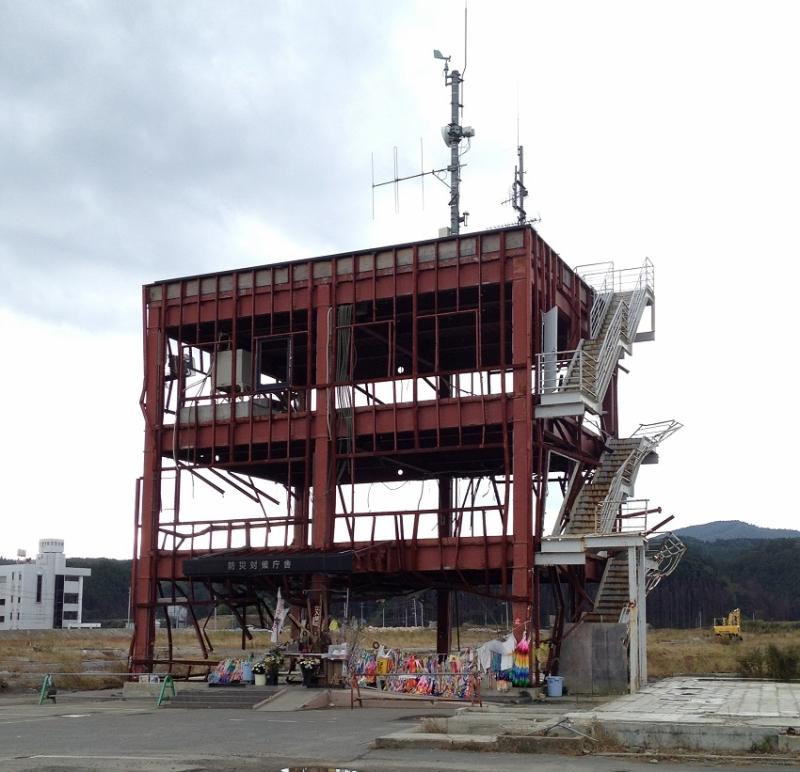 南三陸町志津川にある防災対策庁舎。今日も多くの人が訪れます。