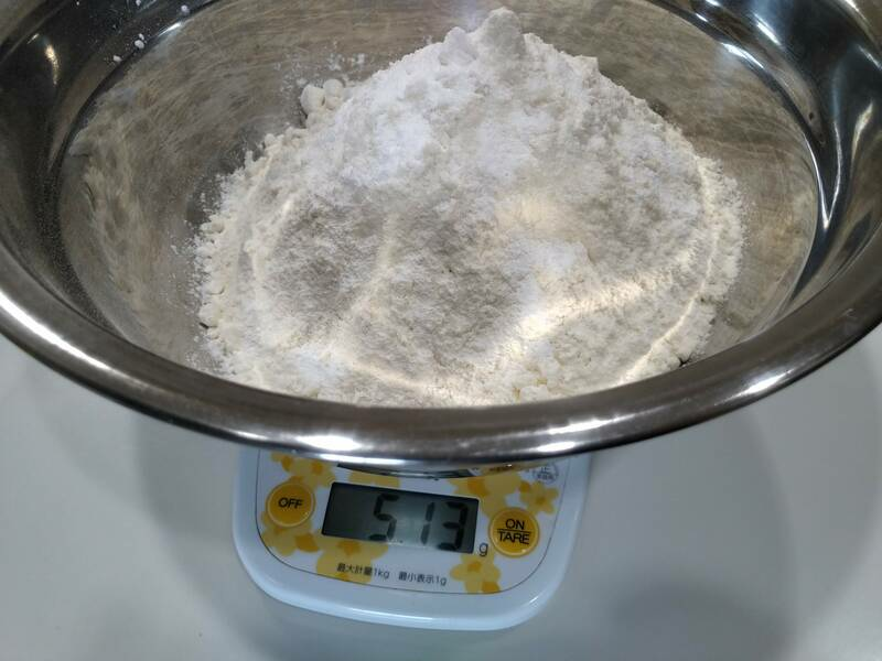 塩とかんすいの計量